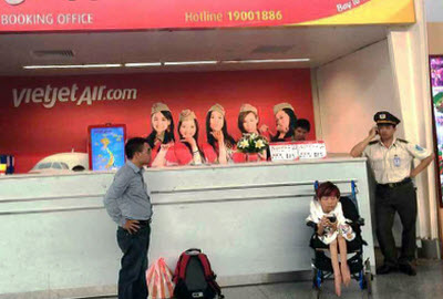 Ms Van at Vietjet desk in Da Nang